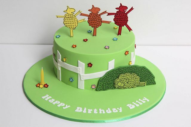 """Where's the Green Sheep?"" cake by Creative Cakes by Julie, via Flickr"