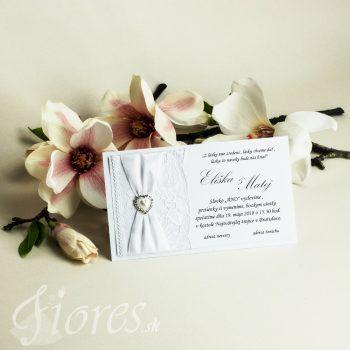Jemné a romantické svadobné oznámenie v čisto bielom prevedení. Text oznámenia je tlačení na kvalitný biely výkres vysokej gramáže a pre väčšiu eleganciu podlepený ešte pozadím taktiež v bielej farbe. #weddingcard #wedding  #invitation #fiores #fioressk