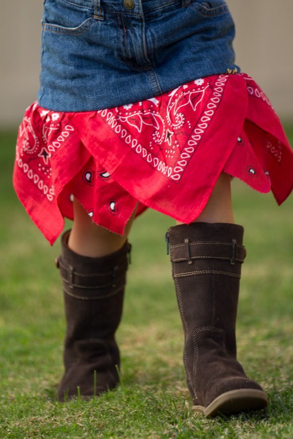 Outfit your little cowgirl in this quick bandana skirt (@ The Train to Crazy)