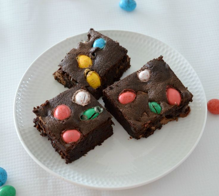 Are you looking for a last minute Easter dessert or a recipe to use leftover easter eggs? These Thermomix Easter Egg Brownies are for you!