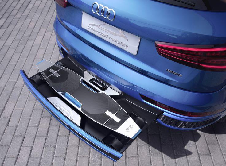 Słyszeliście o Audi connected mobility? Z tylnym zderzakiem samochodu zintegrowano wielofunkcyjny longboard,  którego elektryczny silnik ładuje się podczas jazdy. Podoba Wam się taki pomysł?