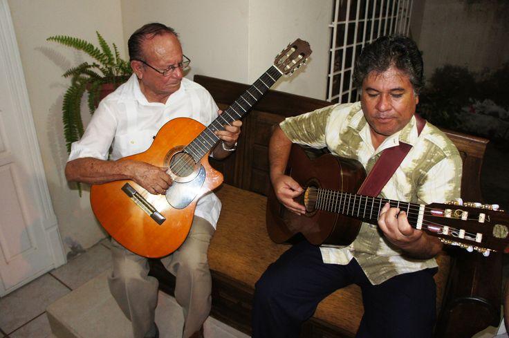 """José """"Pepé"""" Mendoza y Hernando Mendoza Bravo, familia de músicos..."""