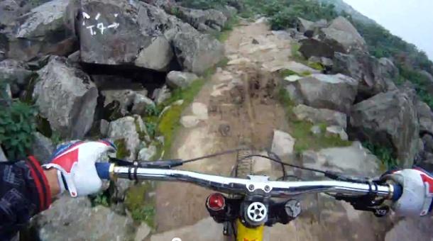 Ci sono sentieri di montagna che fanno paura percorrendoli a piedi. Figuriamoci in bici. Ma Alejandro Paz, il panico non sa neanche cosa sia. Lo dimostra la sua ultima impresa: una discesa spericolata in mountain bike sulle Ande.   Segui l'avventura su PrimoItalia - area TWWW.TV (Canale Extreme tv).