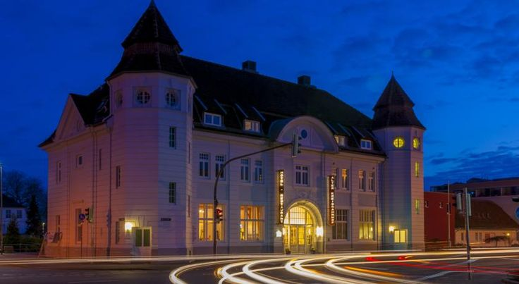 Hotel Alter Kreisbahnhof Schleswig Just 300 metres from the Schlei, this hotel lies in an old train station in Schleswig. It offers non-smoking rooms with free WiFi.  The modern rooms of the Hotel Alter Kreisbahnhof were fully renovated in 2012.