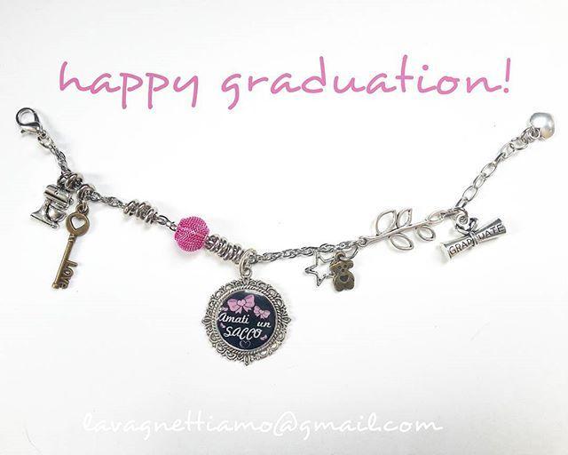 #graduation #graduate #laurea #regali #regalo #lavagnettiamo #lavagnettiamo@gmail.com #solocosebelle #love #chalkboard #chalkboardart #art #lavagnetta #lavagna #lavagnettepersonalizzate #bracelet #bracciale #amati #loveyourself  Da noi a te! ❤❤❤❤❤❤