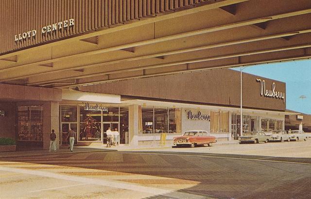 halsey street portland oregon | Northeast Halsey Street at Lloyd Center - Portland, Oregon | Flickr ...