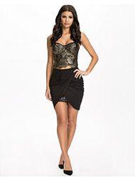 http://nelly.com/se/kl%C3%A4der-f%C3%B6r-kvinnor/kl%C3%A4der/kjolar/oneness-1115/wrap-insert-sequin-skirt-601734-14/