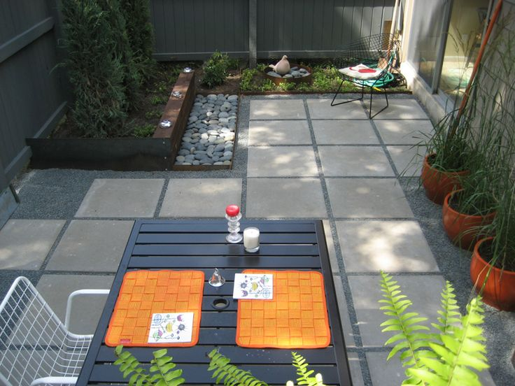 Inspiration for laying concrete pavers in the backyard.