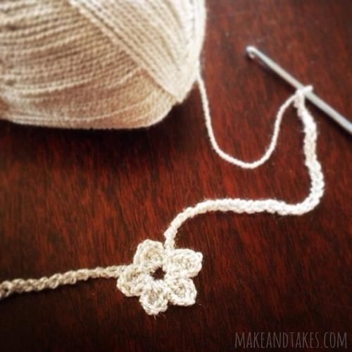 Crochet Mini Flower Necklaces @Make and Takes.com #crochetaday
