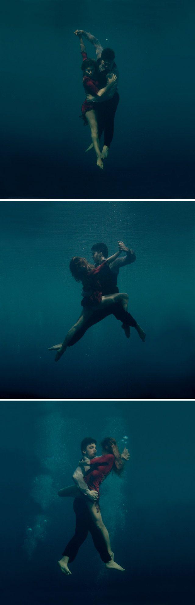 Fotógrafa retrata casal apaixonado dançando Tango debaixo d'água (http://www.hypeness.com.br/2013/03/fotografa-retrata-um-casal-apaixonado-dancando-tango-debaixo-dagua/#)