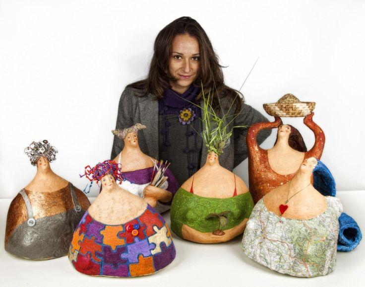 Fin dalla prima mostra di sculture ho iniziato a realizzare figure di donna. Nelle accoglienti e generose forme femminili...