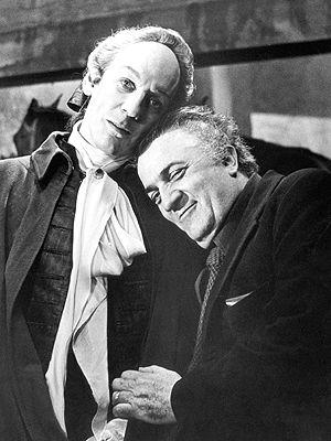 (1976) Federico Fellini and Donald Sutherland on the set for 'Casanova' #FelliniOniricon @Libriamo Tutti