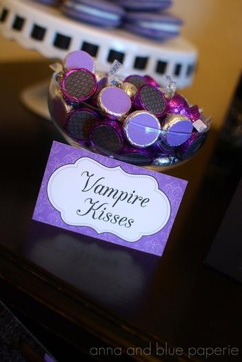 Vampire kisses! What a great DIY for a vamp Wedding theme! fangtastic