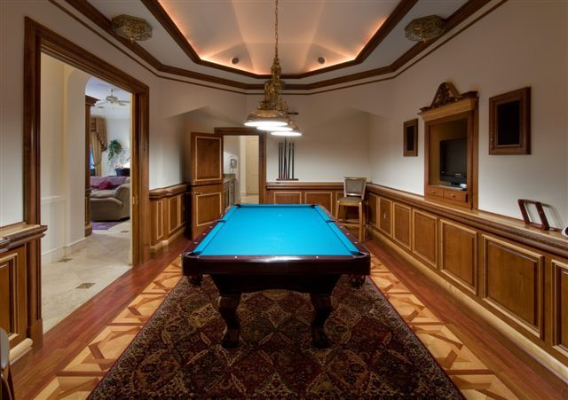 I like the walls in the pool room