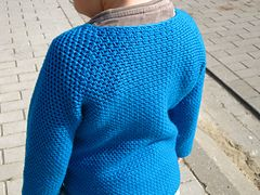 Same base as for my Adissan pattern but with a deeper V neck. Seamless top down sweater. Fabric is soft with a good drape. I have confidence this item will last : yarn is excellent, it does not pil...
