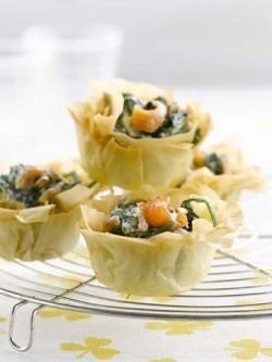 Cestini di pasta phyllo con spinaci e salmone affumicato