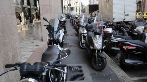 Lombardia: #Milano  la #metamorfosi di Area C: via le strisce blu  servono parcheggi per 50mila... (link: http://ift.tt/2dR0l5V )