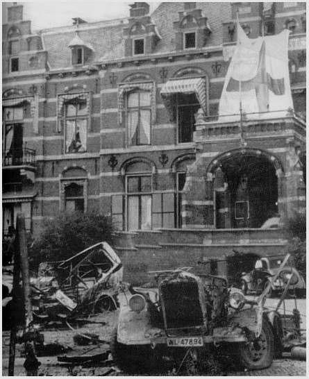 De Slag om Arnhem. gevechten op de Utrechtsestraat bij het gemeentemuseum en het St Elisabeths Gasthuis.