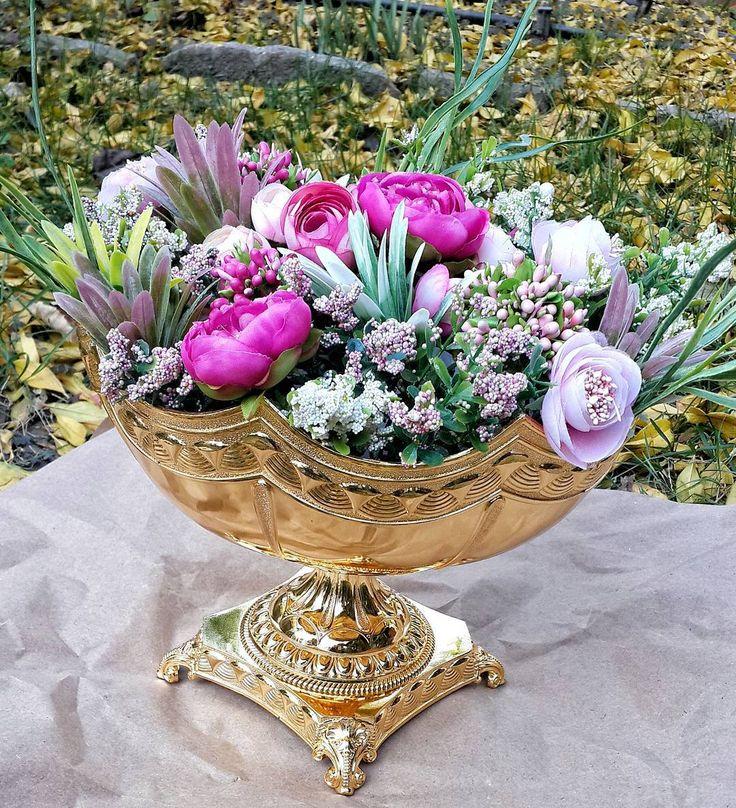On instagram by tomorrowhomedesign #homedesign #metsuke (o) http://ift.tt/1Pg97CX #masa #sofra #çiçek #flowers #ev #dekorasyon #evdekorasyonu  #homesweethome #evimgüzelevim #şık #zarif #salon #süsleme #dekorasyon #gold #şıklığı