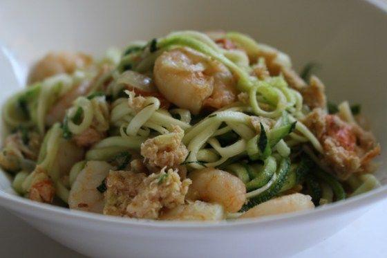 recept gezonde lichte pasta - courgetti met scampi's en gerookte zalm snippers