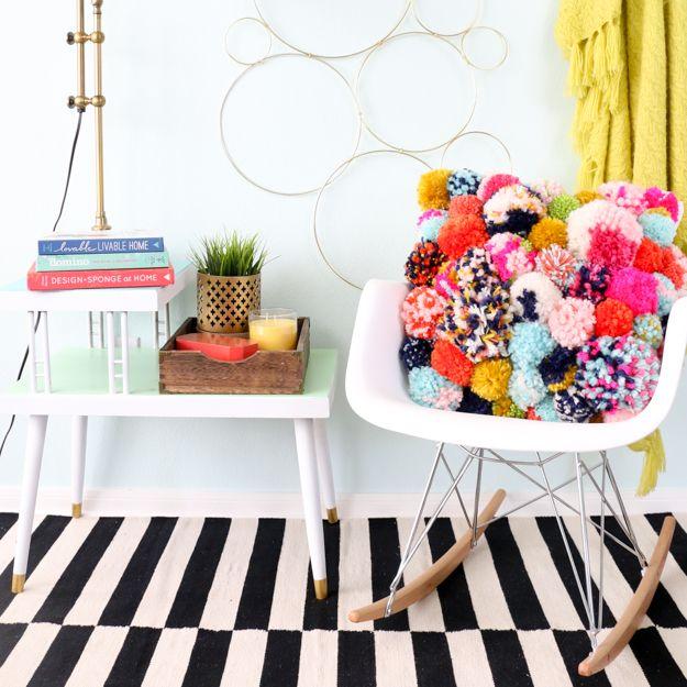 DIY Pom Pom Pillow - Fun DIY Home Decor project for fall - yarn pom pom - trendy pillow - throw pillow DIY - How to make your own pillow - how to make pom poms - crafts - fall crafts - fall decor