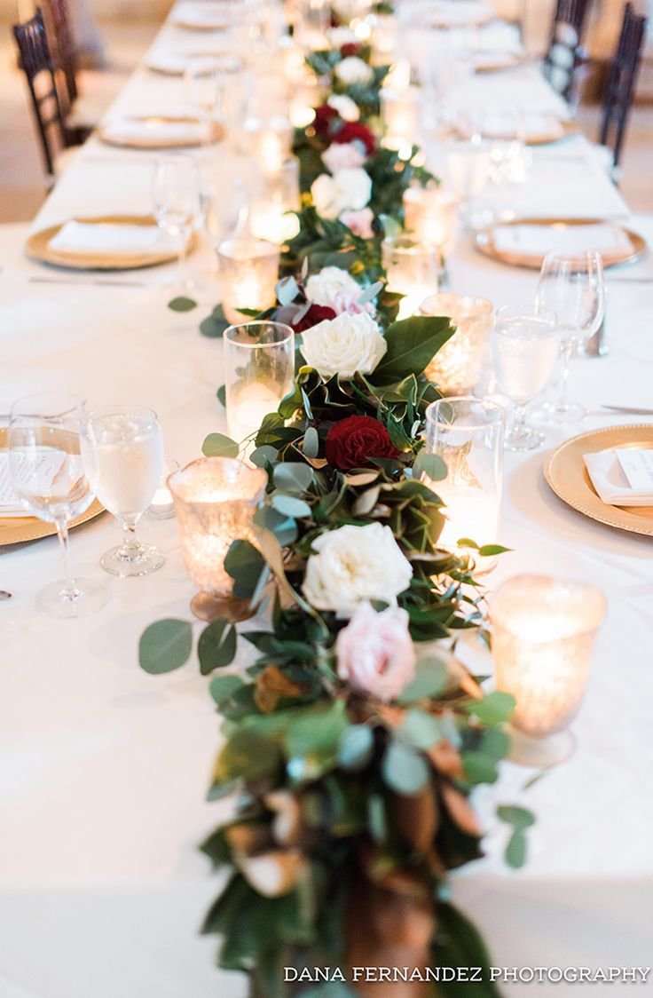 Dont you just love this romantic looking head table? Thanks @danafernandezphoto for sharing! #food_table_decor