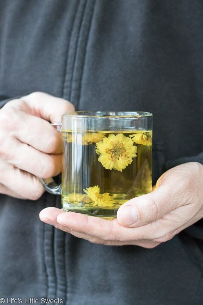 How To Make Chrysanthemum Flower Tea Chrysanthemum Flower Tea Is A Warm Floral Soothing Tea Drink And Is Said To Have Many Health Benefits It Makes A Wonder