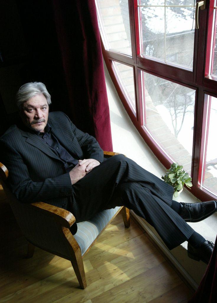 Juraj Kukura: Nikdy nepomyslel na emigráciu, napriek tomu mal ísť do väzby  Čerstvý sedemdesiatnik má za sebou pestrú minulosť.