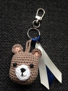Bear Keychain.  Free (Dutch) pattern
