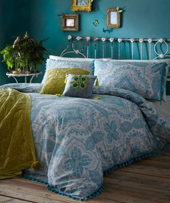This bedding set from our exclusive Butterfly range by Matthew Williamson is perfect for adding an element of bohemia to any bedroom décor. Finished in a soft cotton blend, it features a floral pattern and is detailed with pom pom trims.