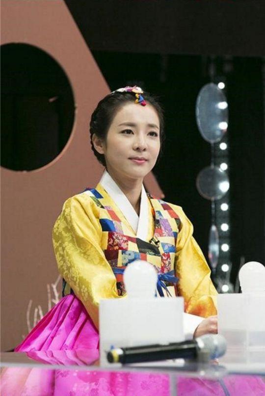 한복 Hanbok : Korean traditional clothes[dress]   2NE1′s Sandara Park Looks Elegant in Hanbok