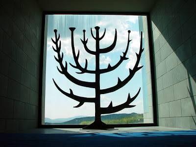 ZARZA ARDIENTE*. Escultura realizada por Kiko Argüello. Domus Galilea. Israel