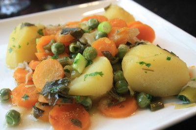 Gedoemsel stoofpot van verse groenten uit de tuin