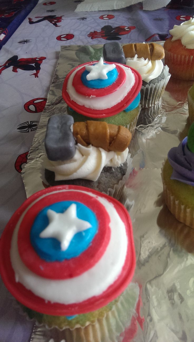 Avengers theme cupcakes #CaptainAmerica and #Thor