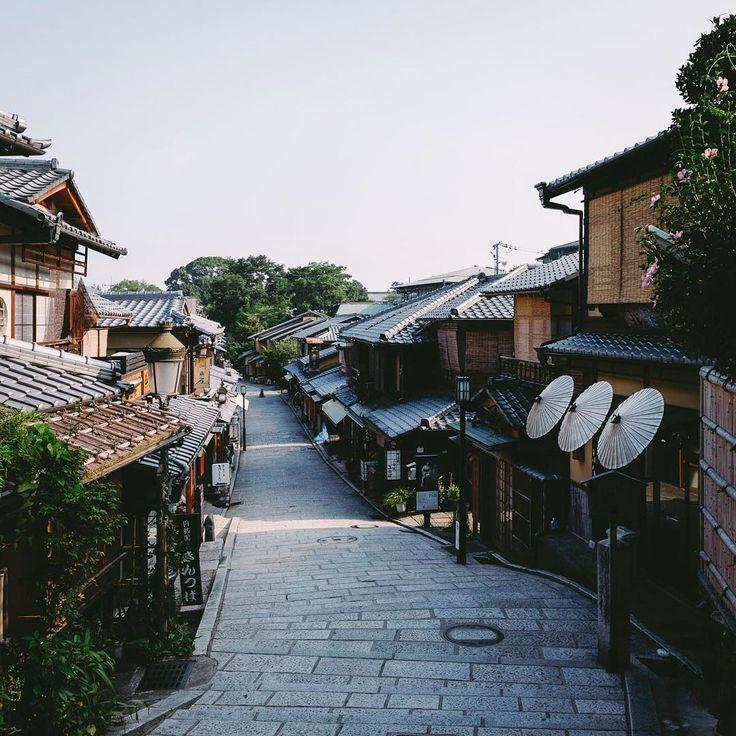 Street Photography of Japan by Takashi Yasui | Abduzeedo Design Inspiration