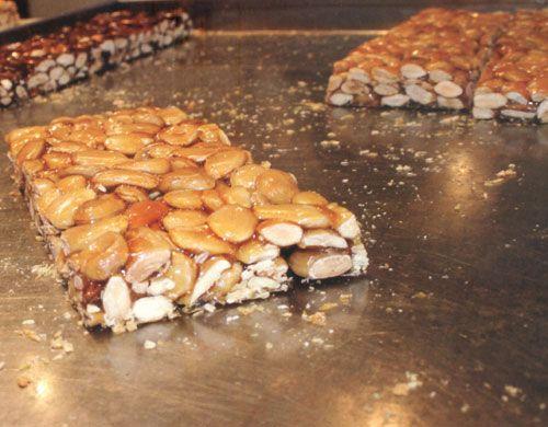 La ricetta della copeta pugliese o croccante di mandorle. http://pugliamonamour.it/copeta-pugliese-la-chappeta-o-croccante-alle-mandorle/