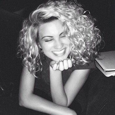 Tori Kelly hair