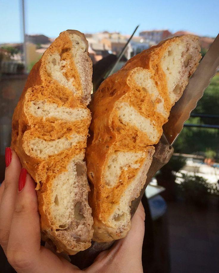 FELIÇ DIADA  Feliç #diada a tots! Som-hi el pa ja el tenim tallat! #bonprofit