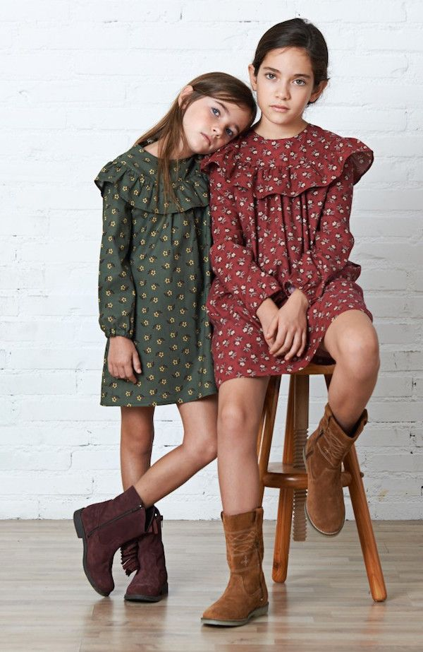 Suede boots and short printed dresses for fall, love this.  #girls #estella #fashion Moodblue creaciones infantiles