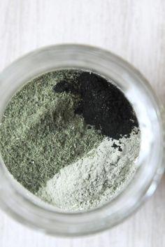 Mon dentifrice en poudre : argile blanche, ortie, charbon végétal actif & HE de citron !