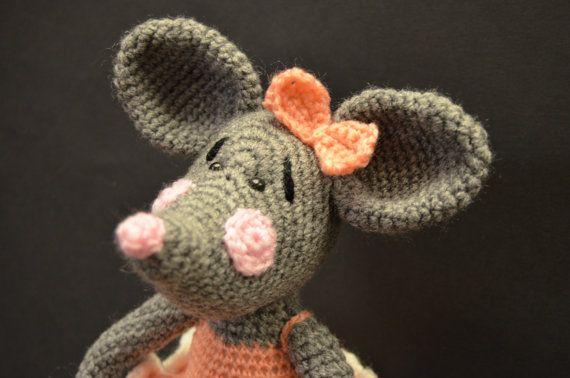 Amigurumi. Ratita presumida realizada a por VILLAGUANGUITO en Etsy