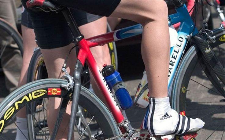 Waarom wielrenners hun benen scheren