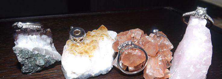 #EngagementRings Anelli di Fidanzamento in Oro Bianco 18 Kt e Diamanti Pendenti.