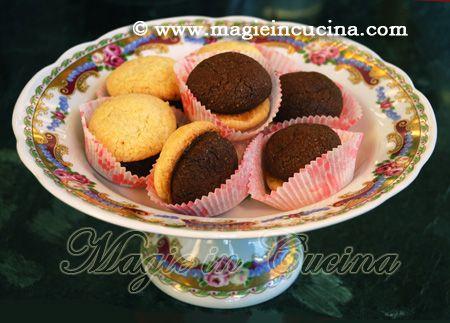 Ricetta per gli storici e gustosi Baci di dama http://www.magieincucina.com/ricette-dolci/baci-di-dama/
