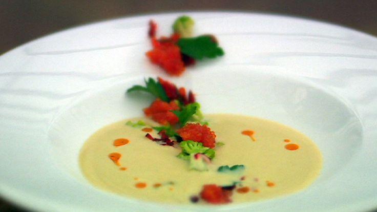 Blomkålsuppe med mandler, paprika, rogn og blomkålbuketter
