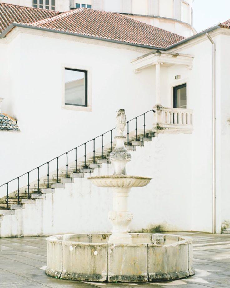 Em Coimbra há recantos que nos encantam. A serenidade necessária para o fim de semana  Embracing slow living! Wishing you all a serene weekend!