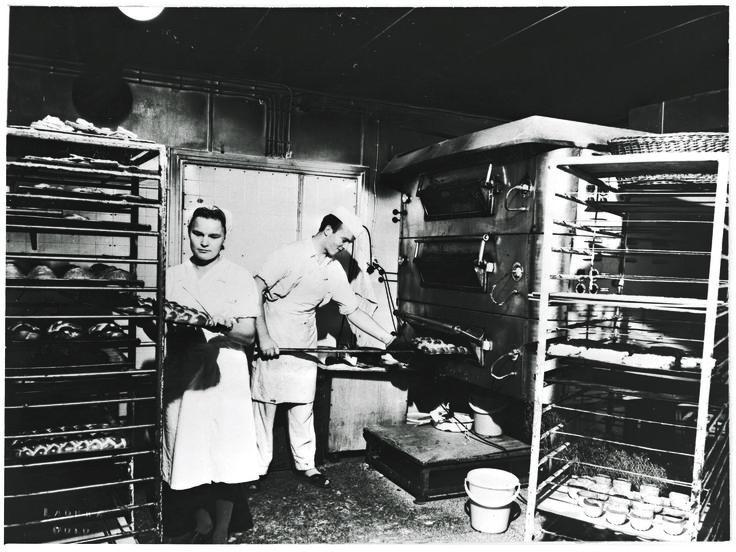 Pullan valmistusta 1900-luvun alussa.
