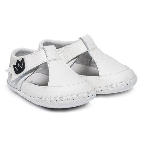 Shop our range of baby shoes online and pay later with AfterPay! We have flat rate express shipping and a free shipping option. Quality baby and kids shoes.