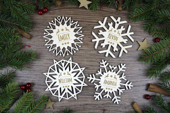 4x Personalisierte Weihnachtsschneeflo Holz- / gravierte Holzverzierung / Weihnachtsgeschenk für Kinder