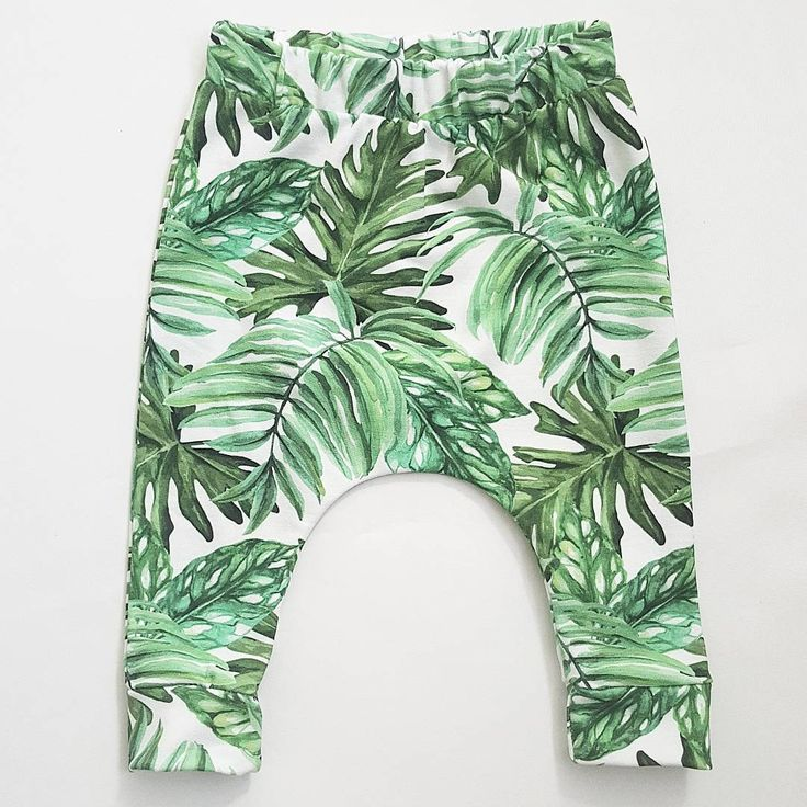 Botanical baby harem pants - In love with this green trend!